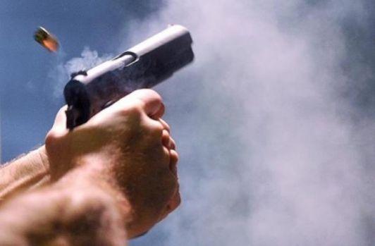 Reghin. Un polițist a împușcat în cap o femeie care traversa strada, în timp ce urmărea o mașină