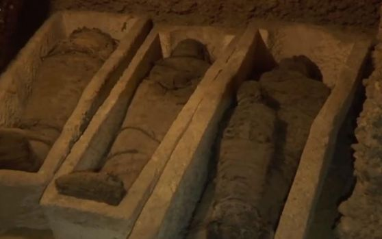 Egipt. 50 de mumii, dintre care 12 ale unor copii, descoperite într-un mormânt faraonic. Video