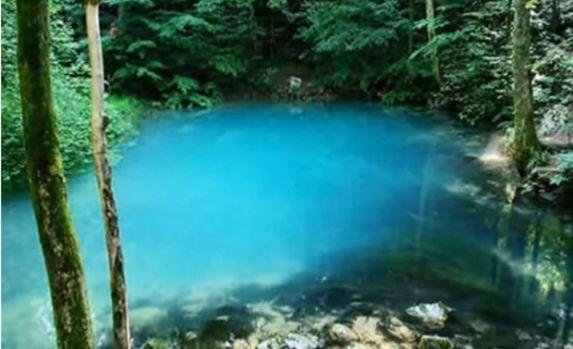 Lacul din România care își schimbă culoarea în funcție de anotimp. Video