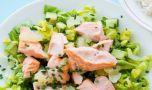 Cum se prepară salata cu somon. O rețetă hrănitoare și sănătoasă