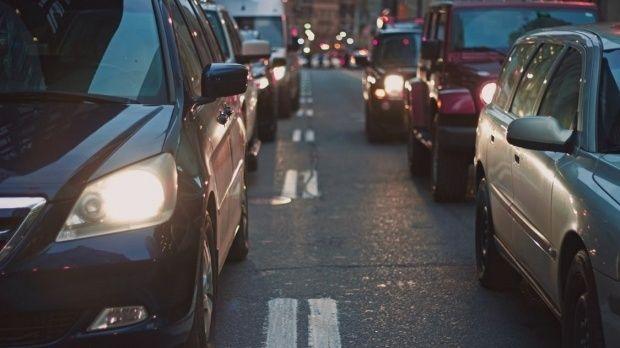 Vești bune pentru șoferi! Când se restituie taxa auto! Anunțul făcut de ministrul Mediului
