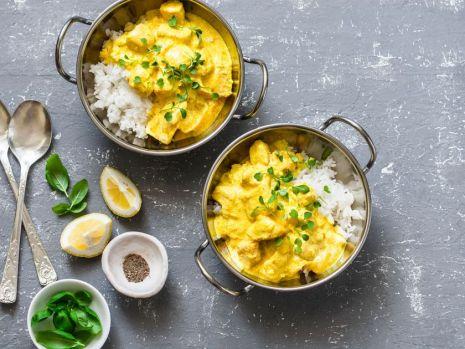 Cum se prepară curry de pui cu smântână de cocos. O rețetă plină de arome exotice