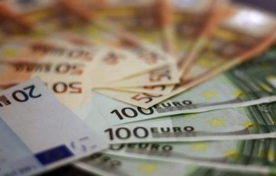 Curs valutar. Euro și dolarul se apreciază la finele săptămânii