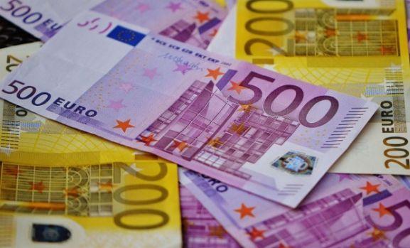 Curs valutar. Euro s-a apreciat puțin în debutul săptămânii