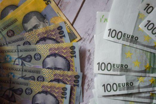 Curs valutar. Euro se depreciază ușor în debutul săptămânii