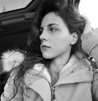 Italia. Româncă de 25 ani, bătută înjunghiată și arsă de vie de prietena ei