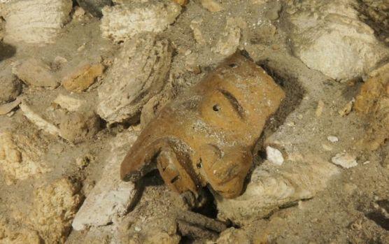 Mexic. Arheologii au descoperit o peșteră plină de ceramică mayașă. Video