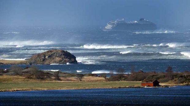 Operațiune dramatică de salvare pe nava de croazieră Viking Sky, după ce motoarele au cedat! Video