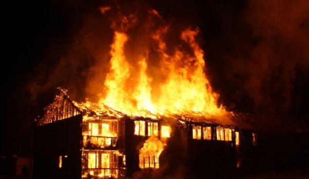Cinci persoane acuzate de vrăjitorie, arse de vii de vecini