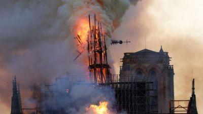 ct-notre-dame-fire-paris-20190415 (1)