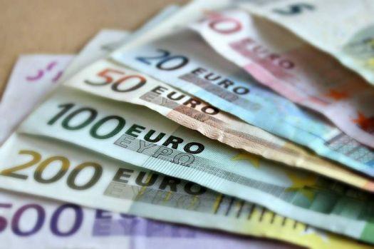 Curs valutar. Euro continuă să se deprecieze