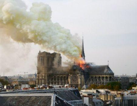 Franța. Incendiul de la Catedrala Notre-Dame a fost stins în totalitate! Primul verdict oficial