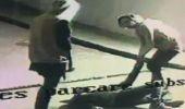 Jaf ca-n filme în parcarea unui mall. Trei tineri, deghizați în femei, au electrocutat victima și i-au furat portofe…