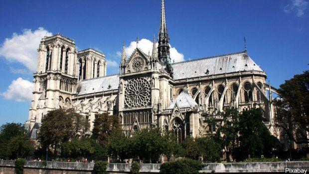 Incendiu la Notre Dame. Povestea impresionantă a catedralei din Paris