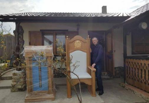Povestea tâmplarului din Iași care a realizat scaunul special pentru Papa Francisc