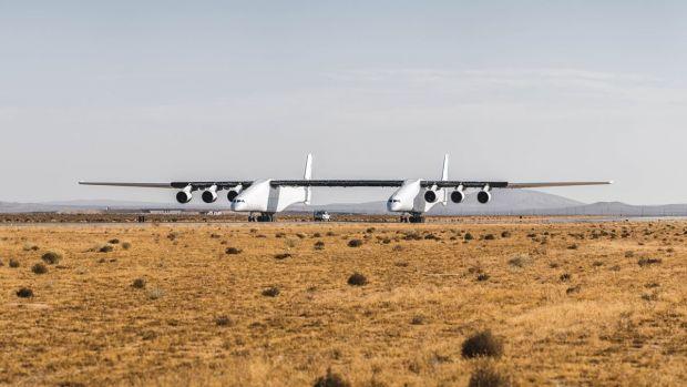 Cel mai mare avion din lume a efectuat primul său zbor! Aeronava are o anvergură a aripilor de 117 metri. Video