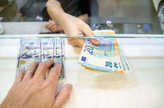 Curs valutar. Euro și dolarul american se depreciază