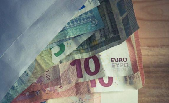 Curs valutar. Euro s-a depreciat în timp ce dolarul s-a apreciat