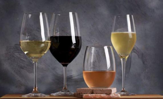 De ce beau românii șpriț? De unde vine obiceiul ca românii să consume vinul amestecat cu apă minerală?