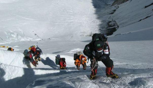 De ce se produc atât de multe decese pe Everest?