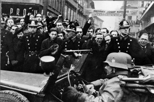Regina Olandei a încercat să încheie o înţelegere cu naziştii pentru a salva un rege al Belgiei