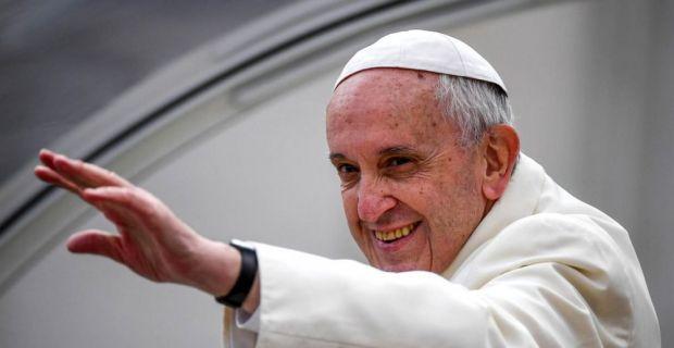 Papa Francisc a primit un cadou made in România! Galerie foto în articol