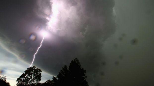 Iar se strică vremea! ANM anunță ploi și furtuni în mai multe zone ale țării