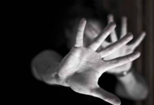Bârlad. O tânără de 27 de ani, răpită de pe o stradă, violată și abandonată într-o pădure