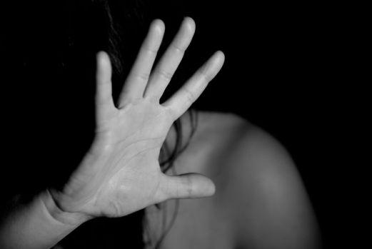 Cluj. Fata de 16 ani, dată dispărută, a fost găsită după o zi, bătută și abandonată pe câmp