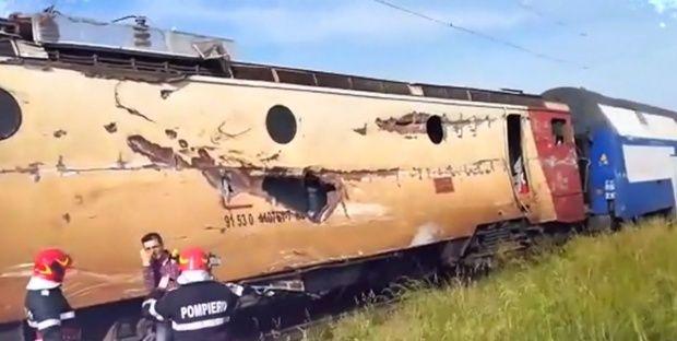 Bacău. Un tren cu zeci de călători a deraiat