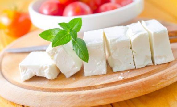 De ce nu este bine să mâncăm brânză la masa de seară! Avertismentul medicilor