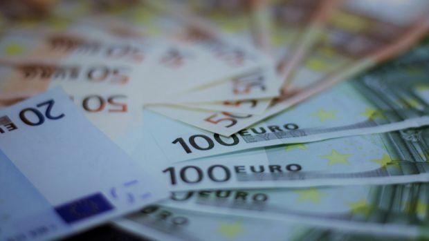 Curs valutar 11 iunie 2019. Euro se apreciază, iar dolarul continuă să scadă