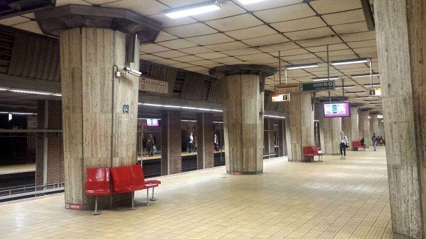 București. Staţia de metrou Eroilor, înghiţită de praf! De unde provine norul care a panicat călătorii