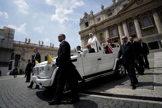 """Cine este bodyguardul personal al Suveranului Pontif? """"L'ombra del Papa"""" l-a salvat de la moarte de două ori"""