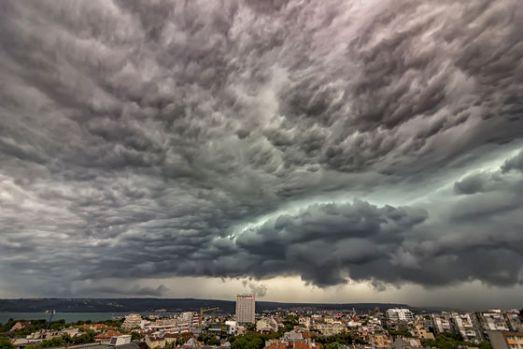 București. Prognoză meteo specială cu ploi, descărcări electrice și vânt, valabilă până joi noapte