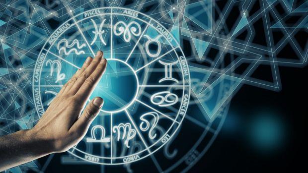 Horoscop 4 iulie 2019. Balanțele nu sunt susținute de familie, iar Racii sunt într-o formă excepțională