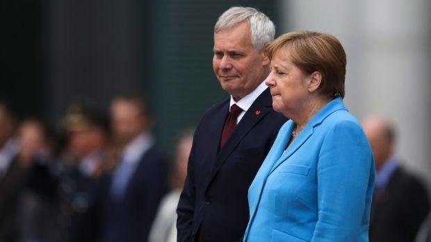 Indubitabil! Angela Merkel are grave probleme de sănătate! Cancelarul german, surprins tremurând pentru a treia oară în ultima lună! Video