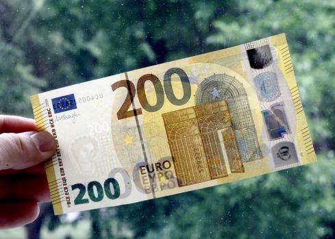 Curs valutar 4 iulie 2019. Leul s-a apreciat în fața principalelor valute