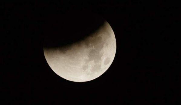 Eclipsă de Lună marți noapte. Cum poate fi văzută din România