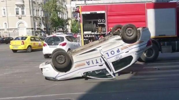 București. Mașină de poliție, răsturnată în Capitală. Autoturismul se afla în misiune