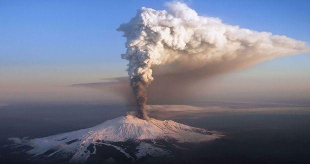 Italia. Vulcanul Etna a erupt din nou! Video