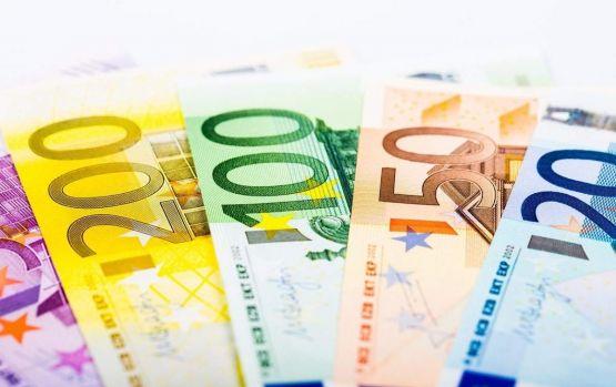 Curs valutar 6 august 2019. Euro și dolarul se depreciază