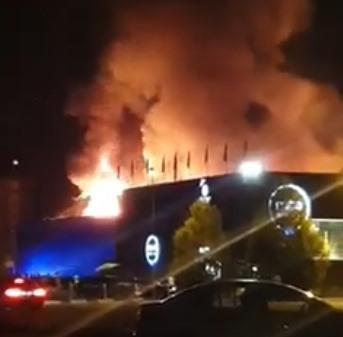 Un incendiu puternic a distrus în totalitate fostul club Bamboo din Mamaia! Video