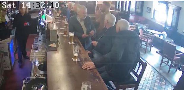 Conor McGregor, starul MMA, a lovit un bărbat în vârstă într-un bar! Video