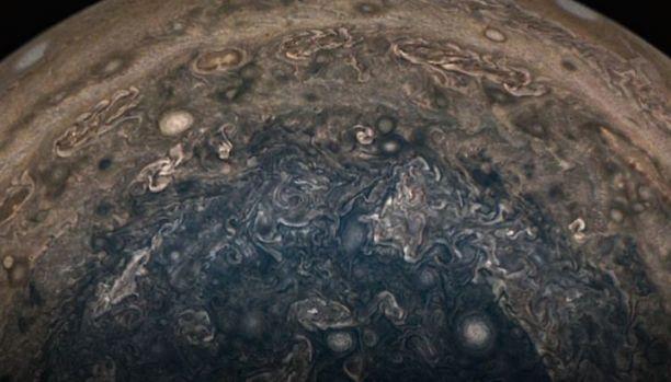 Jupiter ar fi fost lovit de o planetă de 10 ori mai mare decât Pământul acum 4,5 miliarde de ani