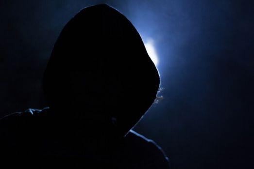"""Iași. Un tânăr a înjunghiat un bărbat apoi a început să transmită live pe Facebook: """" L-am tăiat pe ăla destul de rău. Mă ia poliţia. Moare ăla, aia e, un fraier mai puţin"""""""