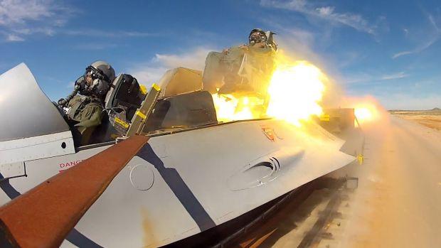 Sania hipersonică testată de armata SUA este atât de rapidă încât nu este vizibilă nici cu încetinitorul! Video