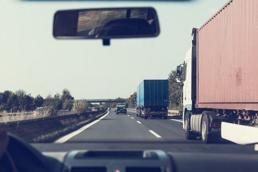 39 de cadavre au fost găsite într-un camion din Bulgaria! Video