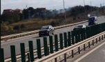 Un șofer a fost filmat pe A4 în timp ce merge pe contrasens, pe banda a doua! …