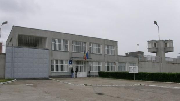 Arad. Un polițist de la Penitenciarul din oraș, găsit împușcat în timpul serviciului